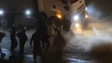 İzmir'de korkunç anlar! Sele kapılan kadın böyle kurtarıldı