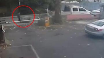Kadıköy'de güpegündüz sokak ortasında pes dedirten olay! O anlar kamerada
