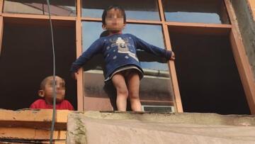 Kocaeli'de evin penceresinden sarkan küçük çocuk ekipleri harekete geçirdi