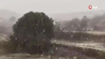 Şaşkına çeviren görüntü! Suudi Arabistan'a kar yağdı