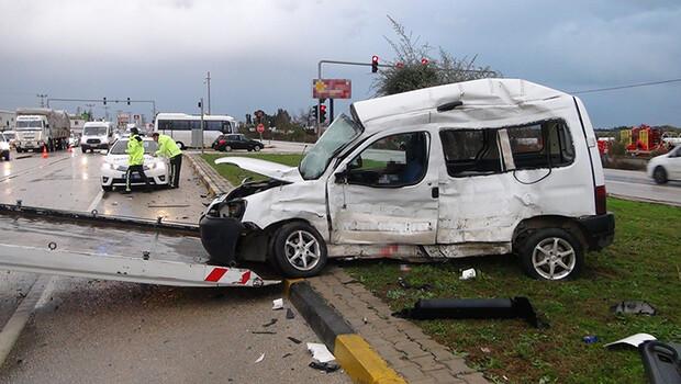 TIR'la çarpışan ticari araç sürücüsü ağır yaralandı