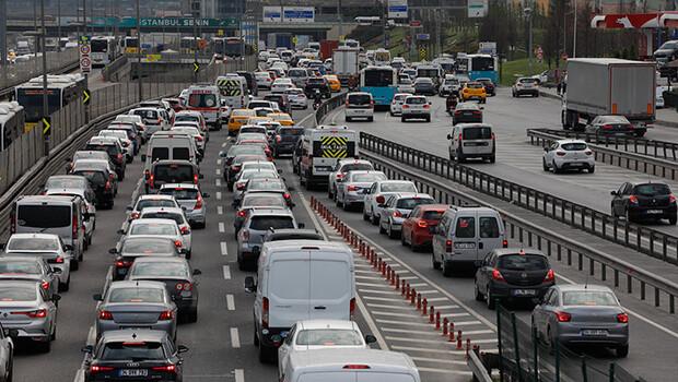 İstanbul'da mesai bitimi trafik yoğunluğu