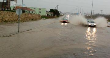 Tekirdağ'da sağanak yağış: Yollar göle döndü, sürücüler zor anlar yaşadı